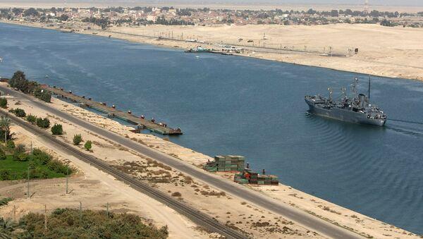 Egipski statek patrolowy w Kanale Sueskim - Sputnik Polska