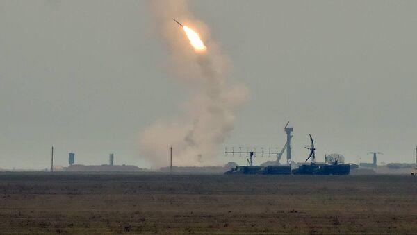 Wystrzały rakietowe w obwodzie chersońskim na Ukrainie - Sputnik Polska