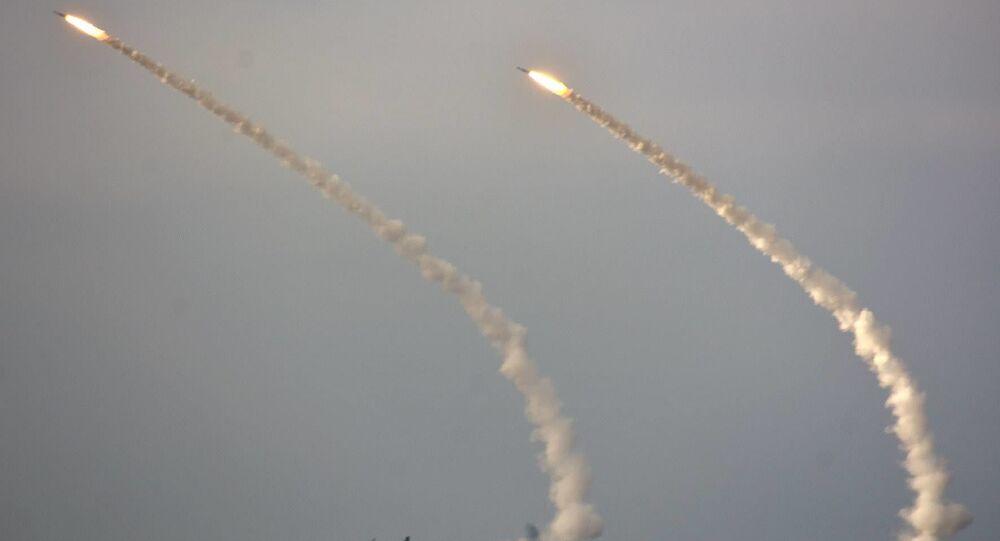 """Wystrzały rakietowe na poligonie """"Jagorłyk"""" w obwodzie chersońskim na Ukrainie"""