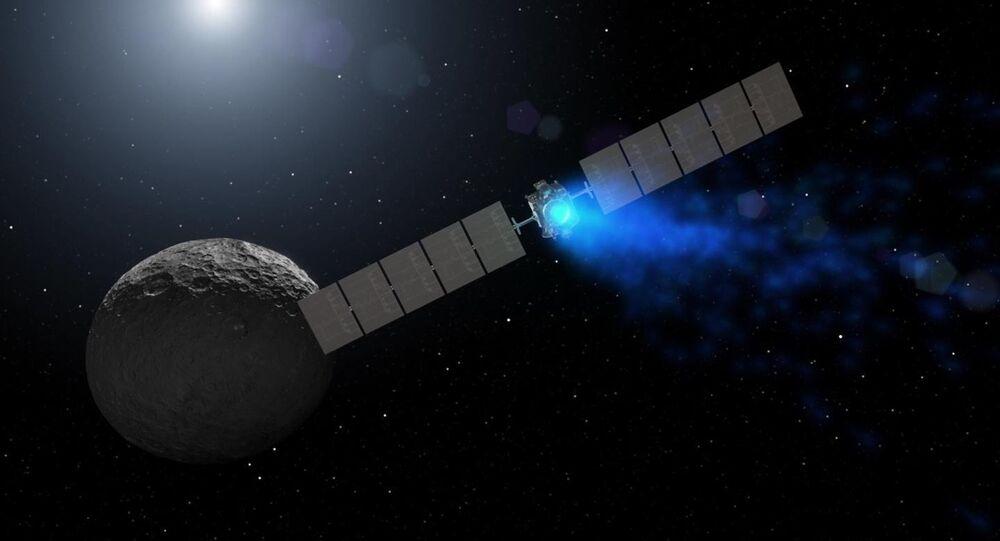Ilustracja przedstawiająca sondę Dawn zbliżającą się do planety Ceres