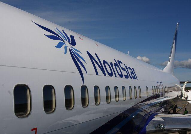 Samolot Boeing 737-800 linii lotniczych NordStar na lotnisku w Krasnojarsku
