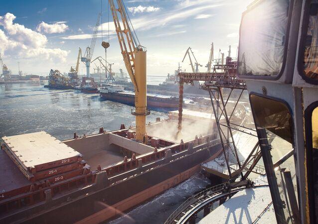 Port handlowy w Mariupolu, Ukraina