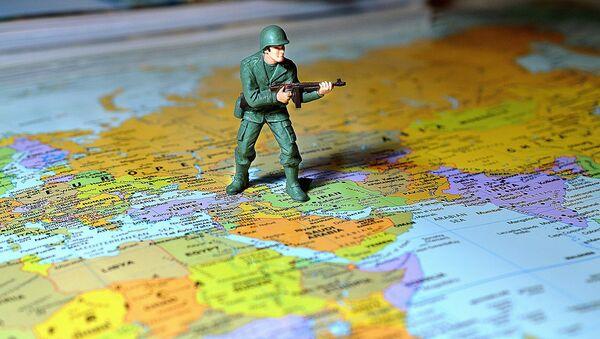 Figurka żołnierza na mapie Europy - Sputnik Polska