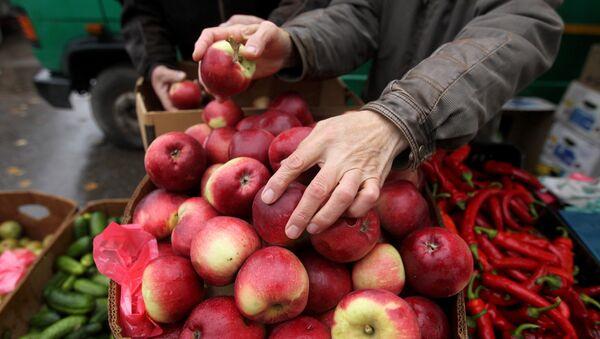 Handel jabłkami - Sputnik Polska