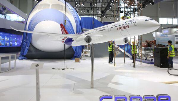 Model wspólnego chińsko-rosyjskiego samolotu CR-929 na Międzynarodowym Pokazie Lotniczym w Chinach - Sputnik Polska