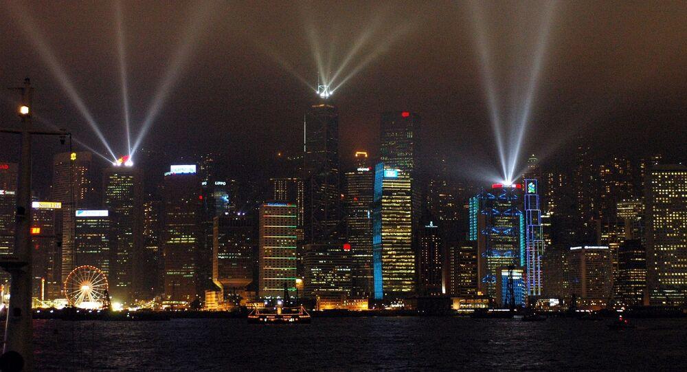Laserowe podświetlenie drapaczy chmur w Hongkongu