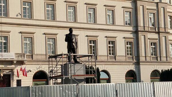 Pomnik Lecha Kaczyńskiego w Warszawie - Sputnik Polska