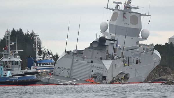 Norweska fregata KNM Helge Ingstad idzie na dno po zderzeniu z tankowcem Sola TS - Sputnik Polska