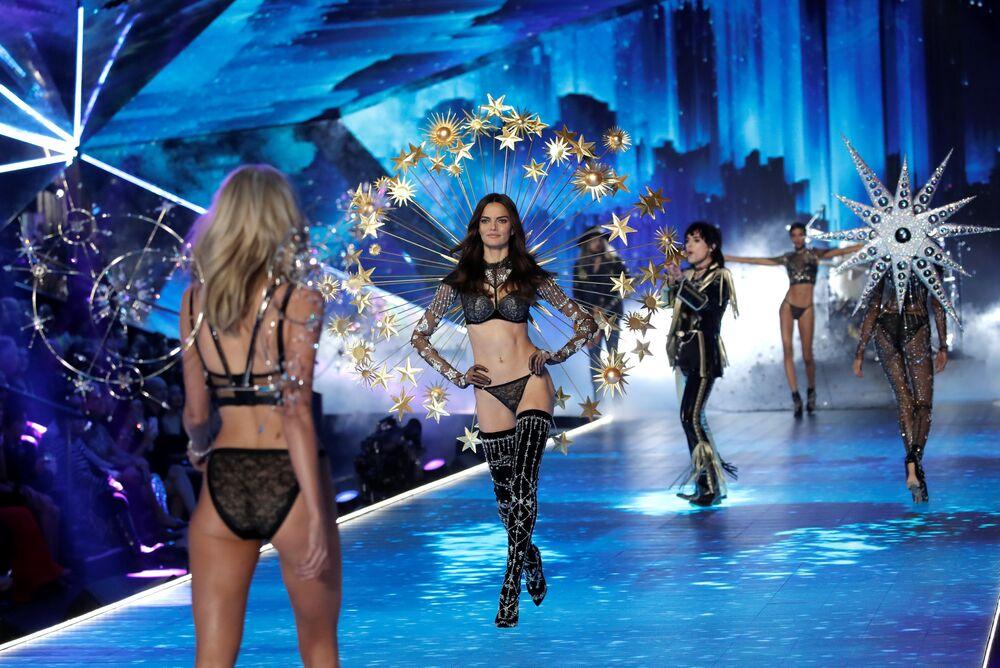 Modelki na pokazie Victoria's Secret w Nowym Jorku