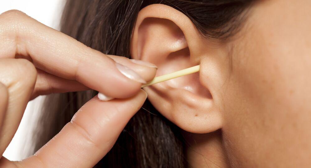 Czyszczenie uszu za pomocą patyczka