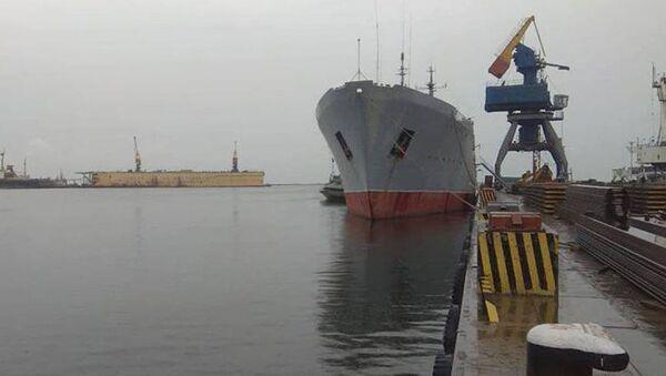Okręt Marynarki Wojennej Ukrainy w Mariupolu - Sputnik Polska