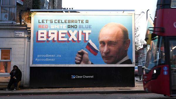 Plakaty ze zdjęciem Władimira Putina i sloganem BЯEXIT - Sputnik Polska