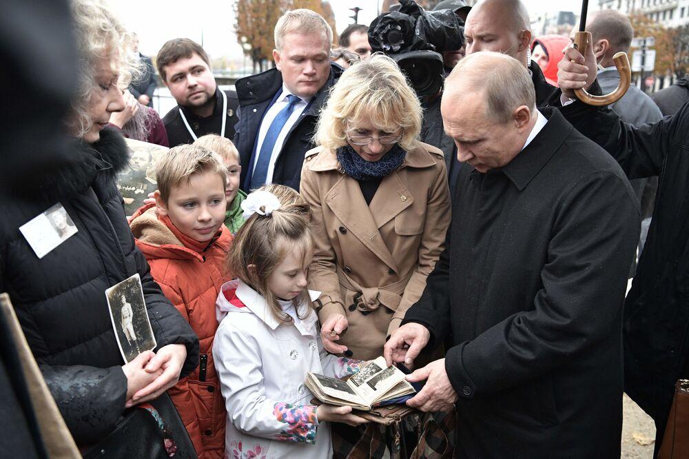 Prezydent Rosji Władimir Putin podczas spotkania z potomkami uczestników I wojny światowej