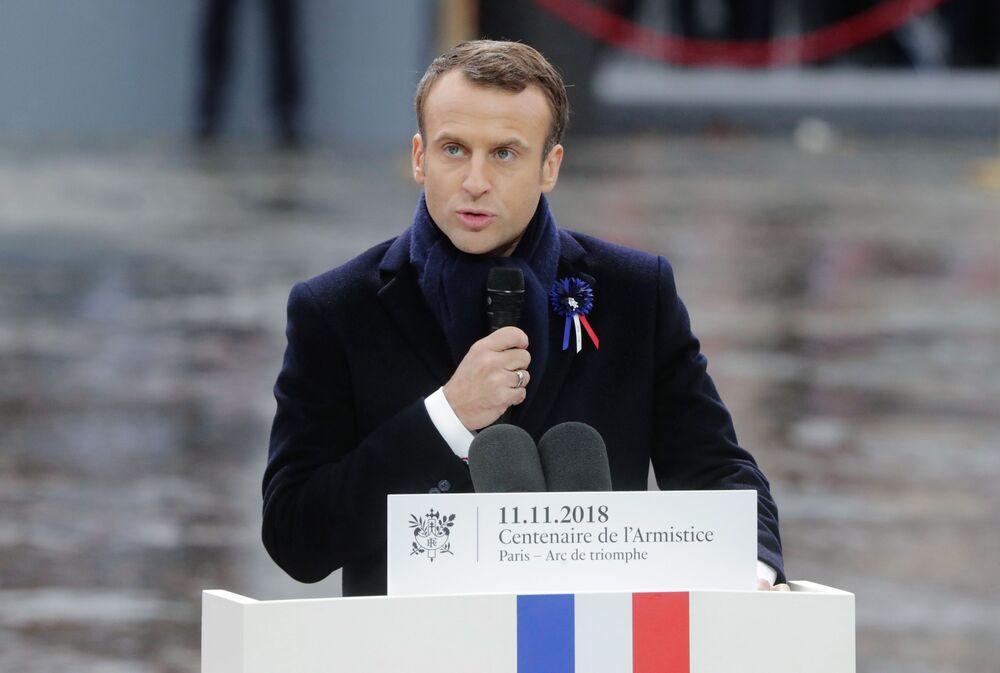 Prezydent Francji Emmanuel Macron na uroczystościach pod Łukiem Triumfalnym w Paryżu z okazji 100. rocznicy zakończenia I wojny światowej