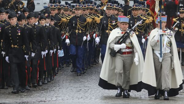 Pod paryskim Łukiem Triumfalnym przed rozpoczęciem uroczystości z okazji 100. rocznicy zakończenia I wojny światowej - Sputnik Polska