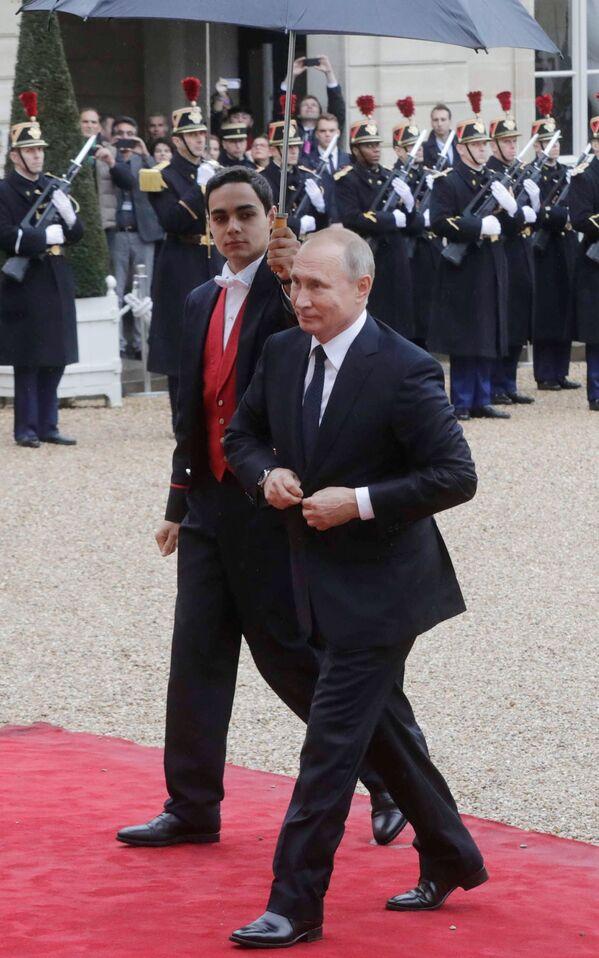 Prezydent Rosji Władimir Putin przybył do Pałacu Elizejskiego na śniadanie robocze na zaproszenie prezydenta Francji Emmanuela Macrona - Sputnik Polska