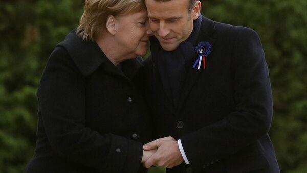 Kanclerz Niemiec Angela Merkel i prezydent Francji Emmanuel Macron podczas spotkania z okazji 100. rocznicy zakończenia I wojny światowej - Sputnik Polska