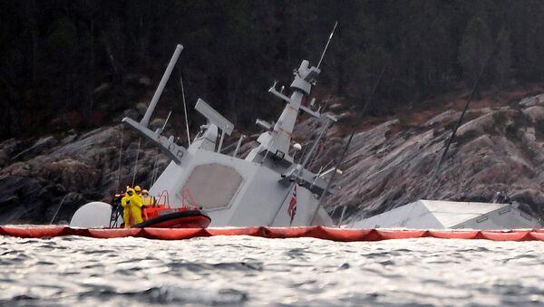 """Fregata """"Helge Ingstad"""" po zderzeniu z tankowcem u wybrzeży Norwegii - Sputnik Polska"""