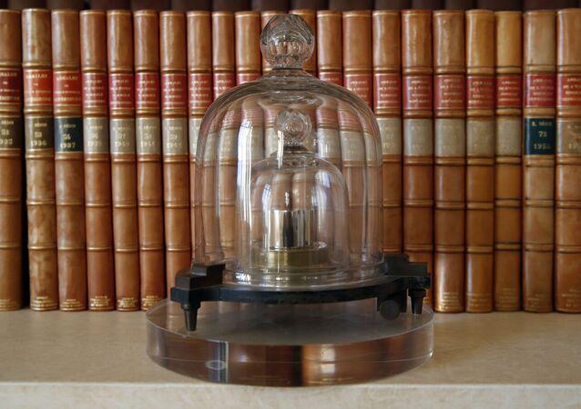 Kopia międzynarodowego prototypu kilograma w Międzynarodowym Biurze Miar i Wag we Francji