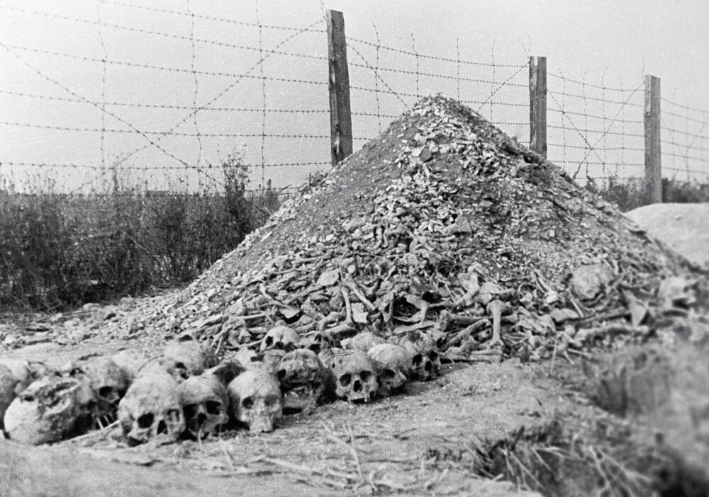 Ludzkie kości w obozie koncentracyjnym Majdanek