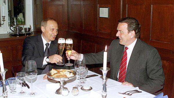 Władimir Putin i Gerhard Schroeder - Sputnik Polska