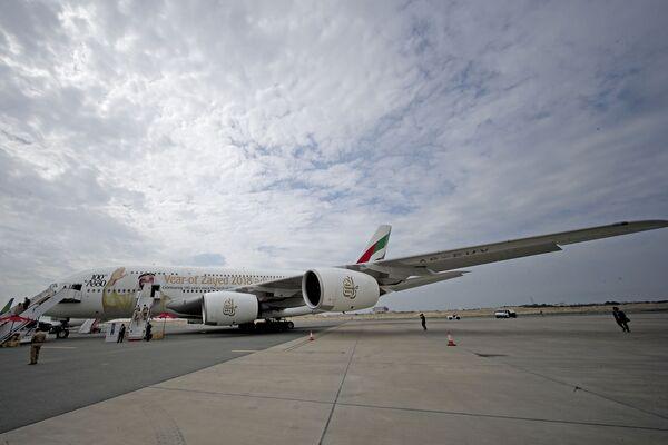 Największy na świecie dwupiętrowy samolot pasażerski Airbus A380 na Międzynarodowym Pokazie Lotniczym w Bahrajnie - Sputnik Polska