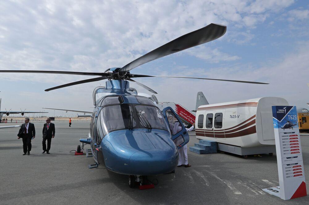 Turecki śmigłowiec TAI T625 na Międzynarodowym Pokazie Lotniczym w Bahrajnie