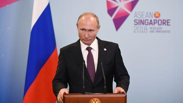 Prezydent Rosji Władimir Putin na konferencji prasowej w Singapurze - Sputnik Polska