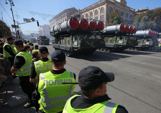 Wyrzutnie S-300 na defiladzie wojskowej w Kijowie