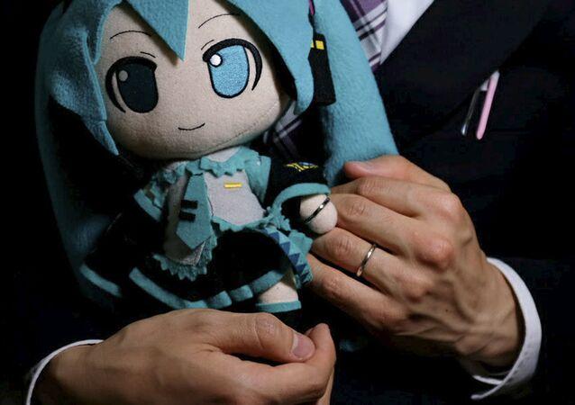 Akihiko Kondo ze swoją wybranką