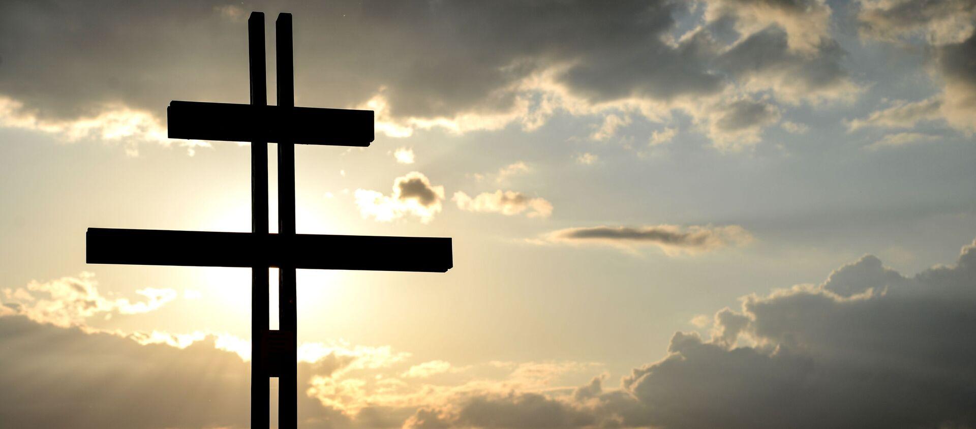 Krzyż przed nowym kościołem prawosławnym pod wezwaniem św. Sofii Mądrości Bożej w Warszawie - Sputnik Polska, 1920, 27.02.2021