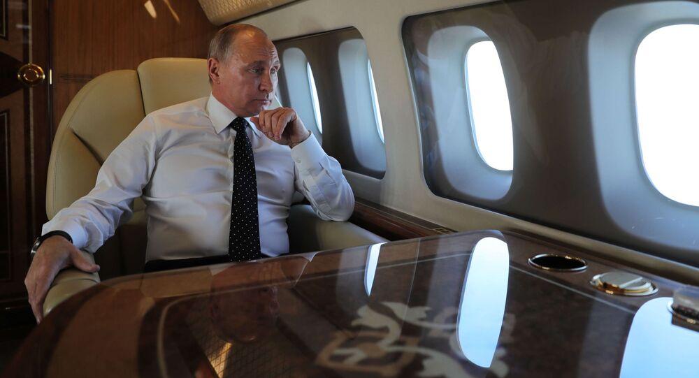 Władimir Putin na pokładzie samolotu prezydenckiego