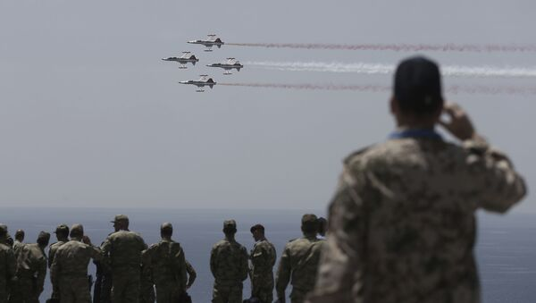 Zespół akrobacyjny Tureckich Sił Powietrznych Türk Yıldızları - Sputnik Polska