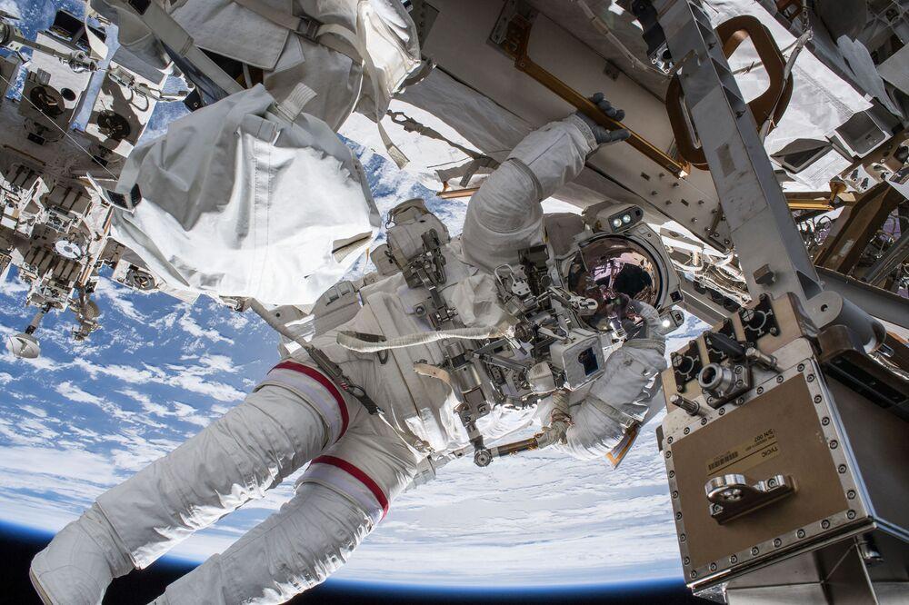 Spacer kosmiczny