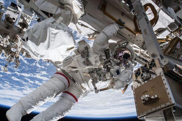 Spacer kosmiczny - Sputnik Polska