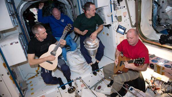 Członkowie 55. Ekspedycji Kosmicznej na pokładzie MSK - Sputnik Polska