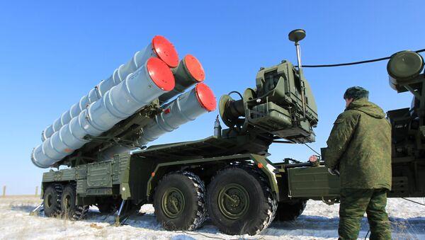 Wyrzutnia systemu S-400 na terenie rosyjskiego poligonu państwowego Kapustin Jar - Sputnik Polska
