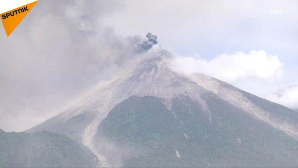 Erupcja wulkanu Fuego w Gwatemali - Sputnik Polska
