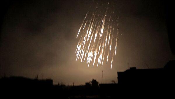 Nalot koalicji na syryjskie miasto z użyciem białego fosforu - Sputnik Polska