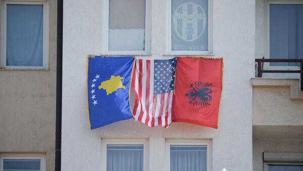 Flagi Kosowa, USA i Albanii w Prisztinie - Sputnik Polska
