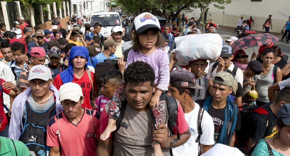 Karawana migrantów z Hondurasu w drodze do USA