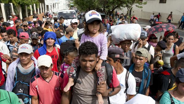 Karawana migrantów z Hondurasu w drodze do USA - Sputnik Polska