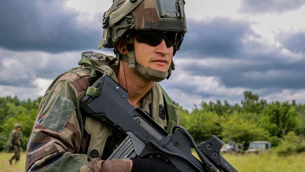 Francuski żołnierz podczas ćwiczeń wojskowych. Zdjęcie archiwalne - Sputnik Polska