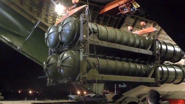 Rozładunek przeciwlotniczych systemów rakietowych S-300 w Syrii - Sputnik Polska