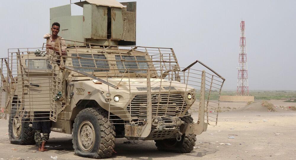 Żołnierze w porcie Al-Hudajda w Jemenie