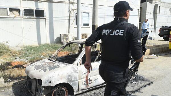 Полиция у стен китайского консульства в Карачи, на которое было совершено нападение террористов, Пакистан - Sputnik Polska