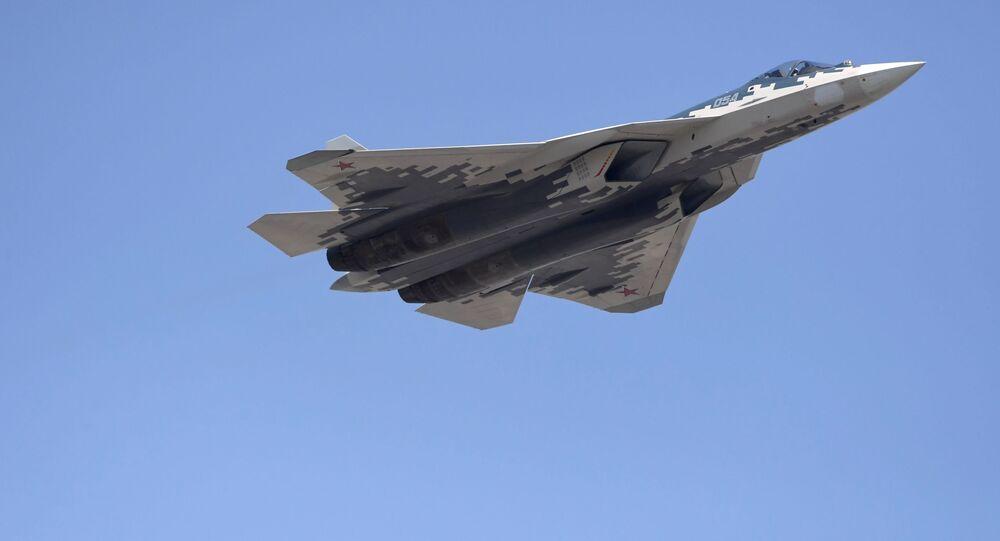 Synchroniczne lądowanie Su-57 (wideo)