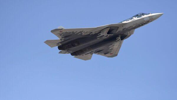 Synchroniczne lądowanie Su-57 (wideo) - Sputnik Polska