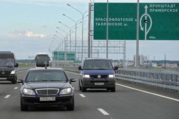 Prezydent Rosji Władimir Putin za kierownicą Mercedes-Benz Pullman - Sputnik Polska