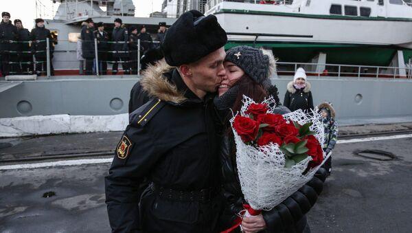 """Załoga krążownika """"Marszałek Ustinow"""" powróciła do Siewieromorska - Sputnik Polska"""